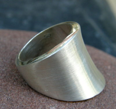 schlichter Designer Ring