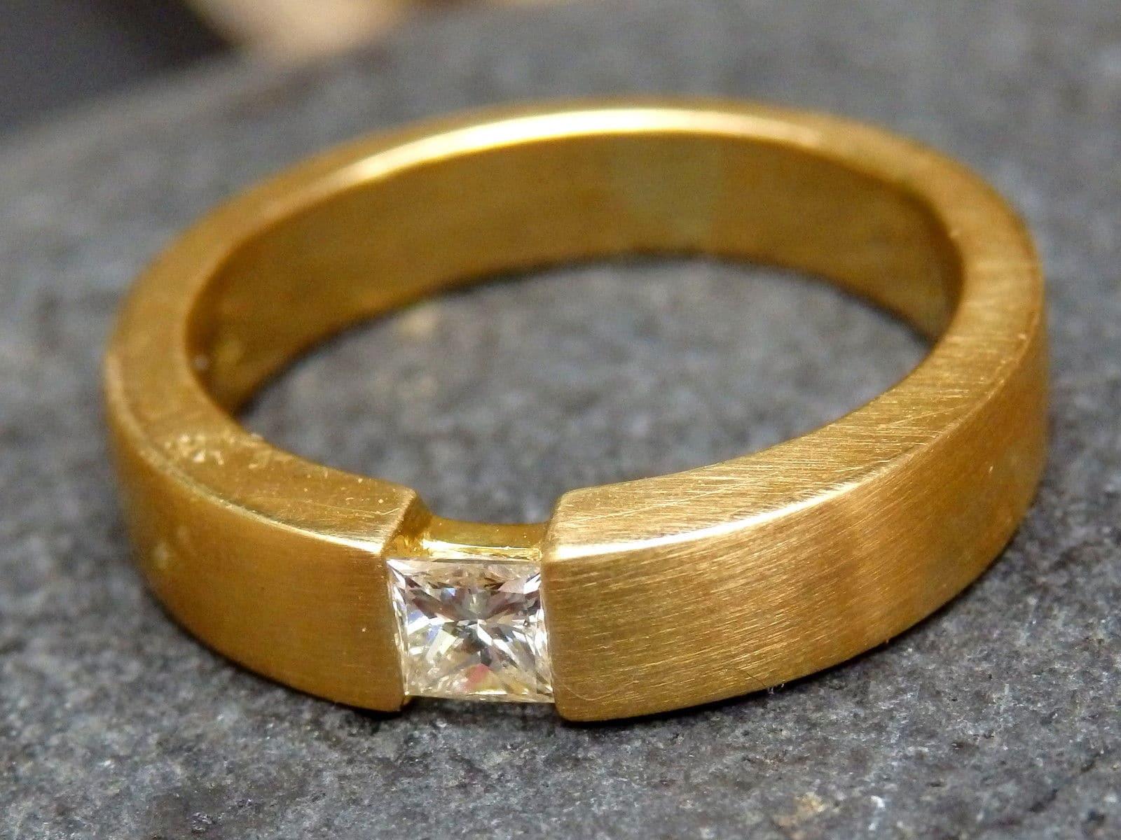 isady aleida gold damen ring 18 karat 750 gelbgold platiert. Black Bedroom Furniture Sets. Home Design Ideas