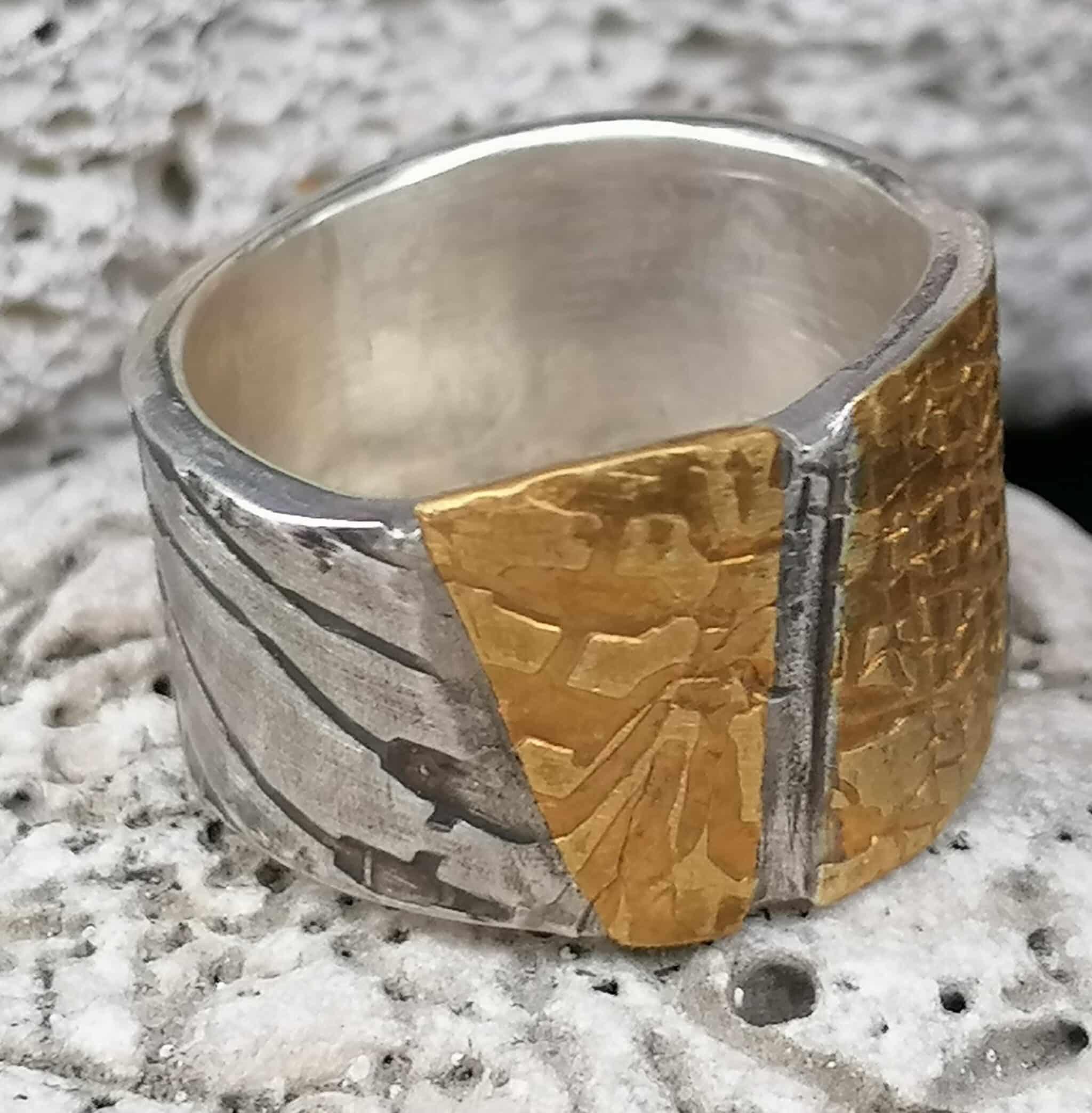 Designer Ring Silber 925 Gold 900 flächig geschmiedet Leguanhaut geschwärzt 59