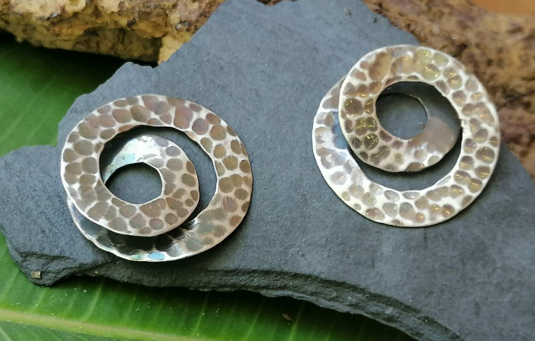 Ohrstecker Silber 925 gehämmert Spirale Wirbel geschwärzt