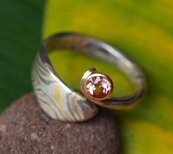 Unikat Ring Mokume Gane rosa Saphir Gold 750 Palladium 500 Silber 925  57