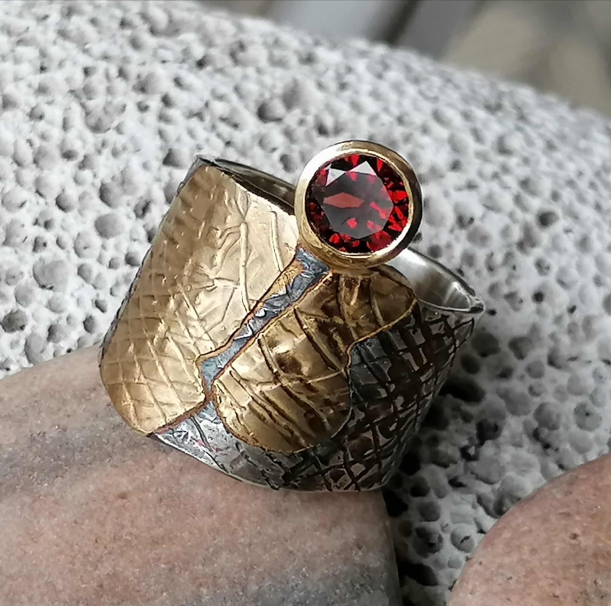 Breiter Unikat Ring Silber 925 Gold 750 Leguanhaut Granat Grösse 59