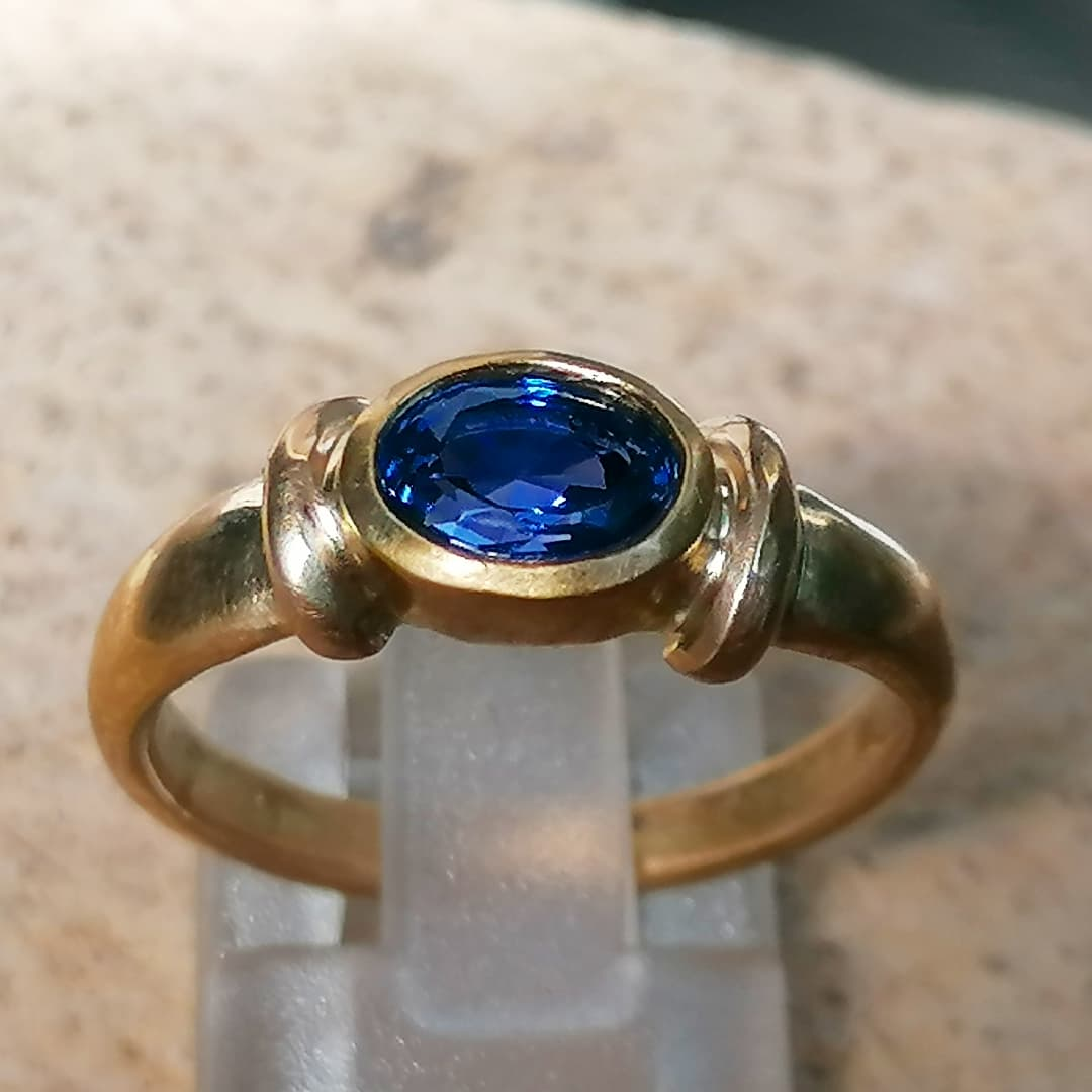 Unikat Ring Gold 750 Saphir Ceylon 1,7 ct Unikat Safir Ringgrösse 55