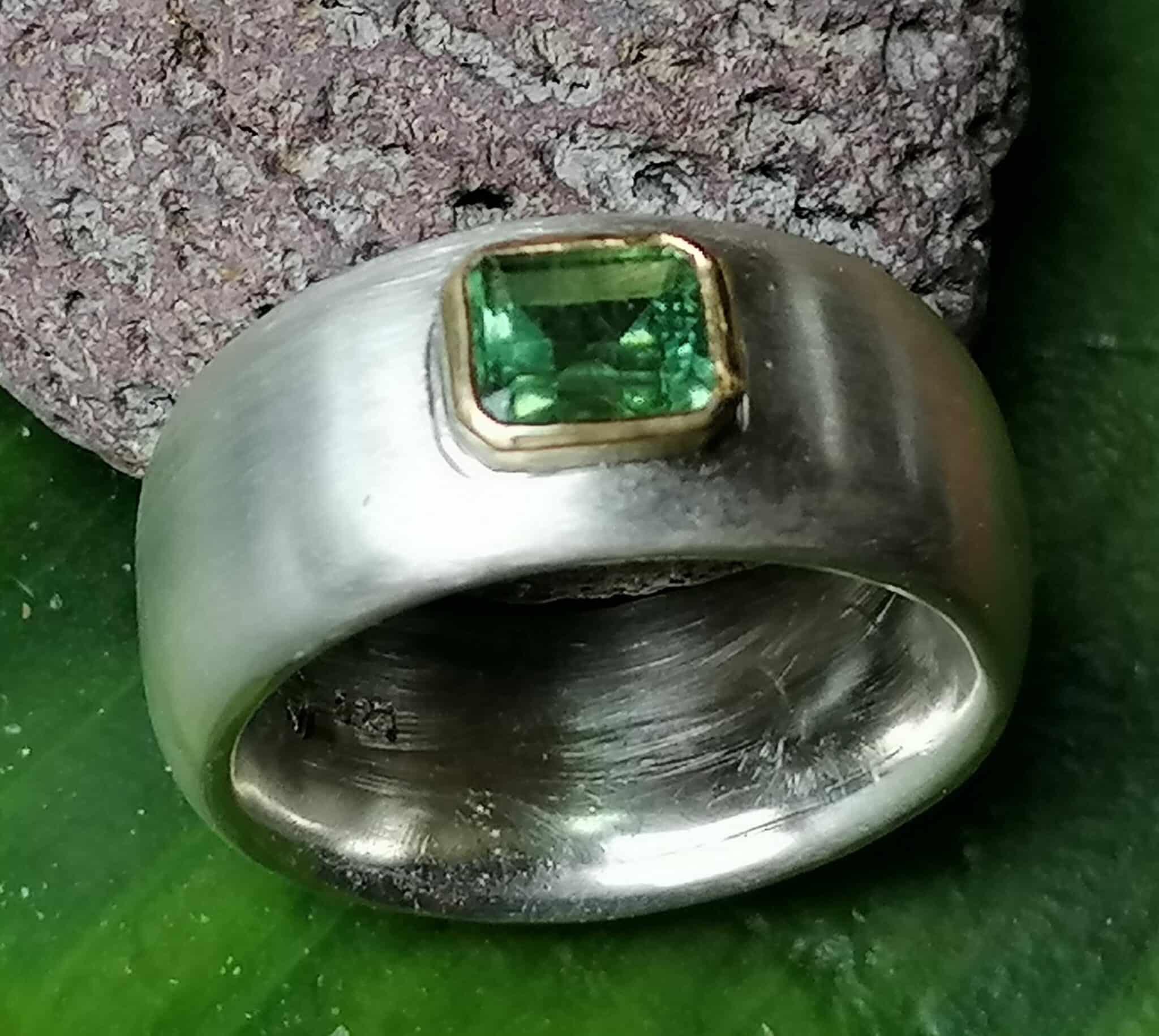 schlichter Designer Ring Silber 925 Gold 900 Turmalin oliv matt breit bombiert Größe 56