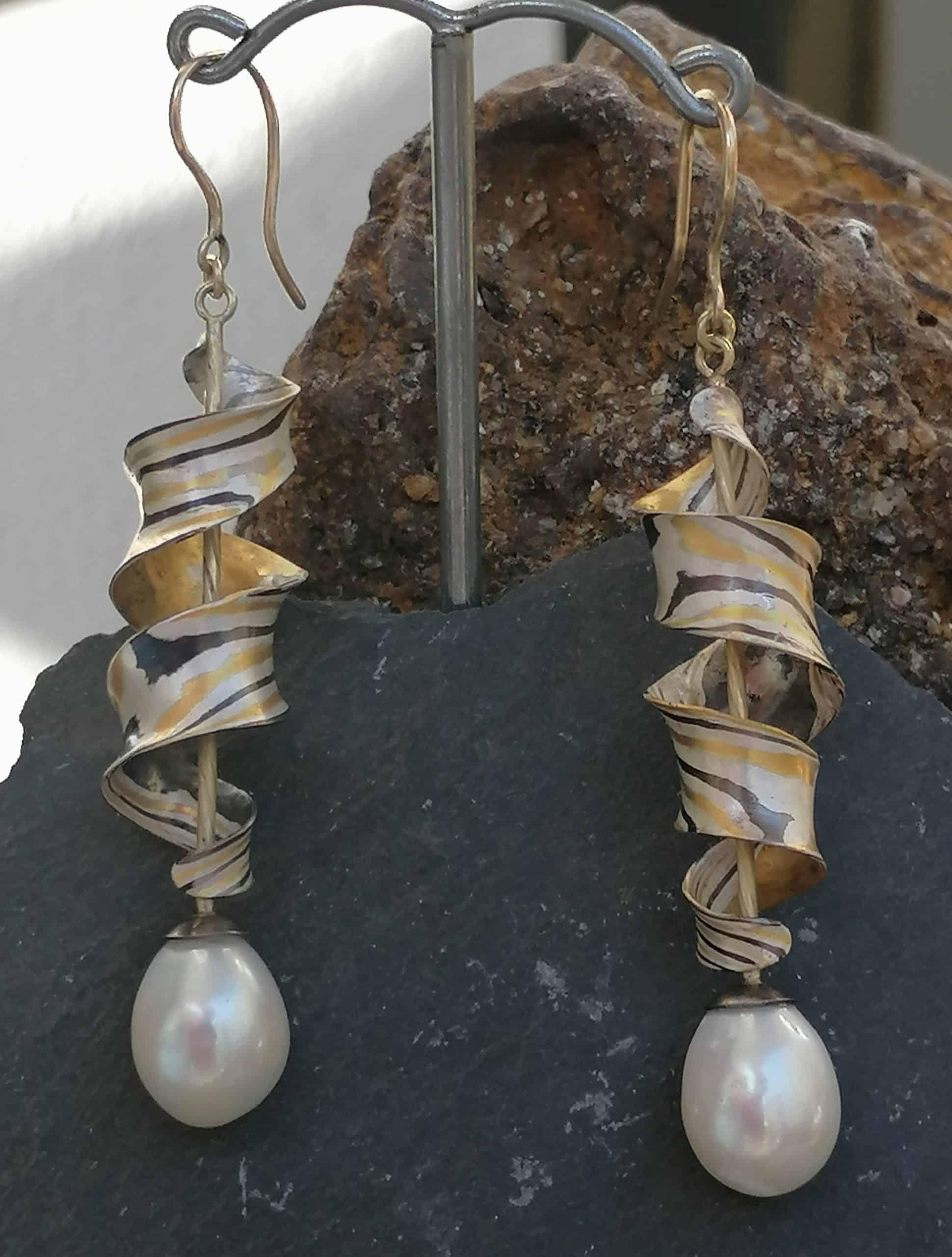 Ohrschmuck Mokume Gane Gold 900 Gold 585 Silber 925 Palladium Zuchtperle Tropfen antiklastisch geschmiedet