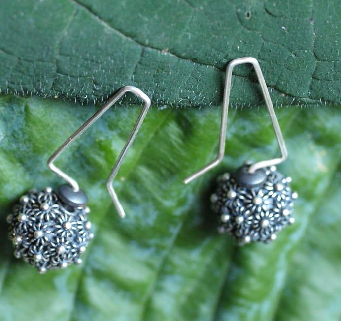 Unikat Ohrschmuck Ohrring Silber 925 geschwärzt granuliert Kugel Hämatit