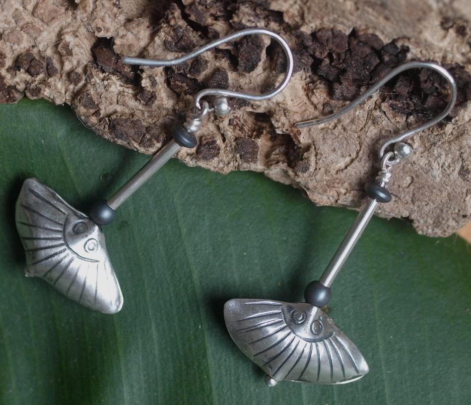 Unikat Ohrschmuck Ohrring Silber 925 Hämatit ziselierte Muschel Shell