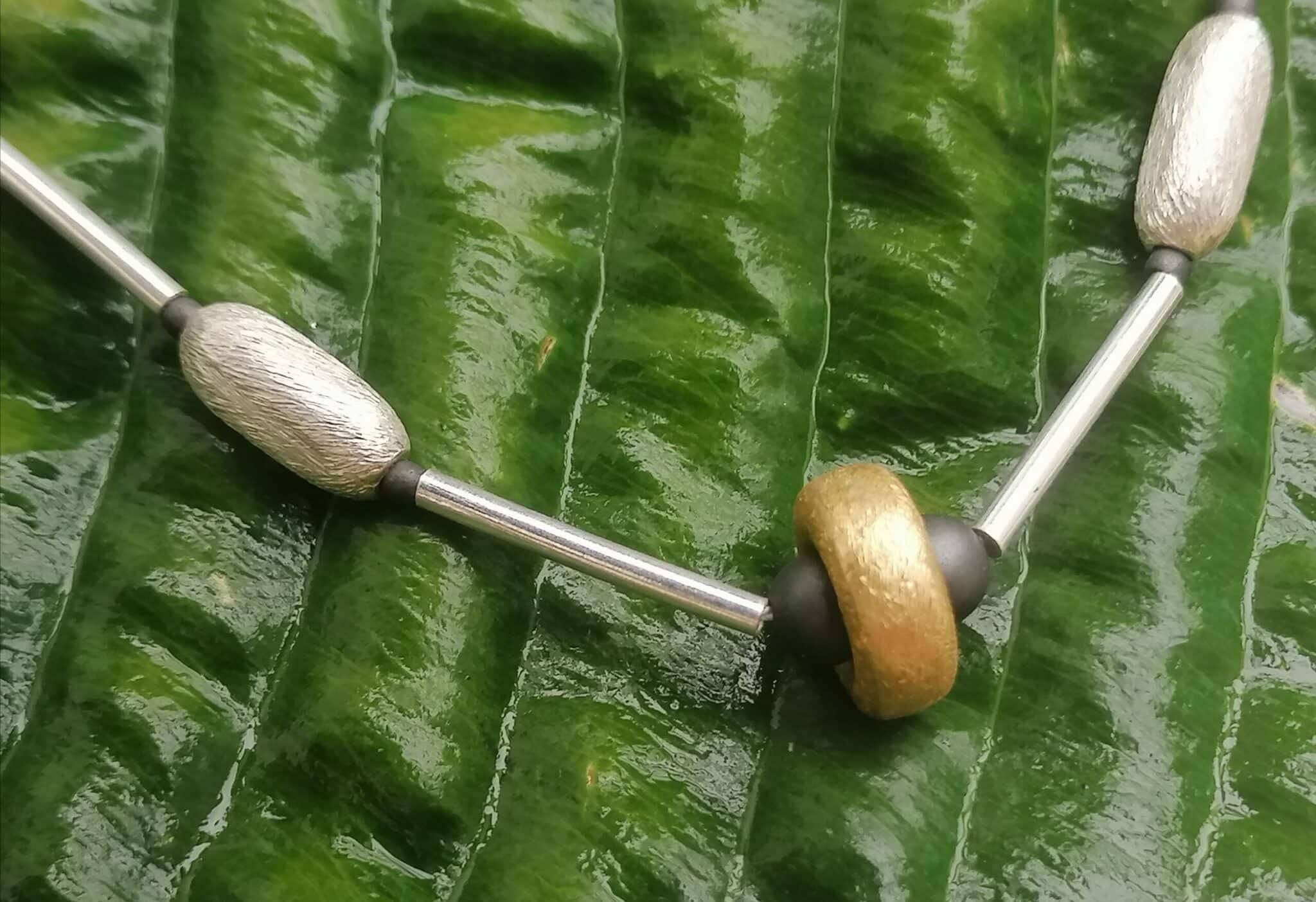 Unikat Kette Silber 925 Stäbchen tlw vergoldet  eismattiert bzw granuliert Hämatit Kugeln matt 43,5 cm