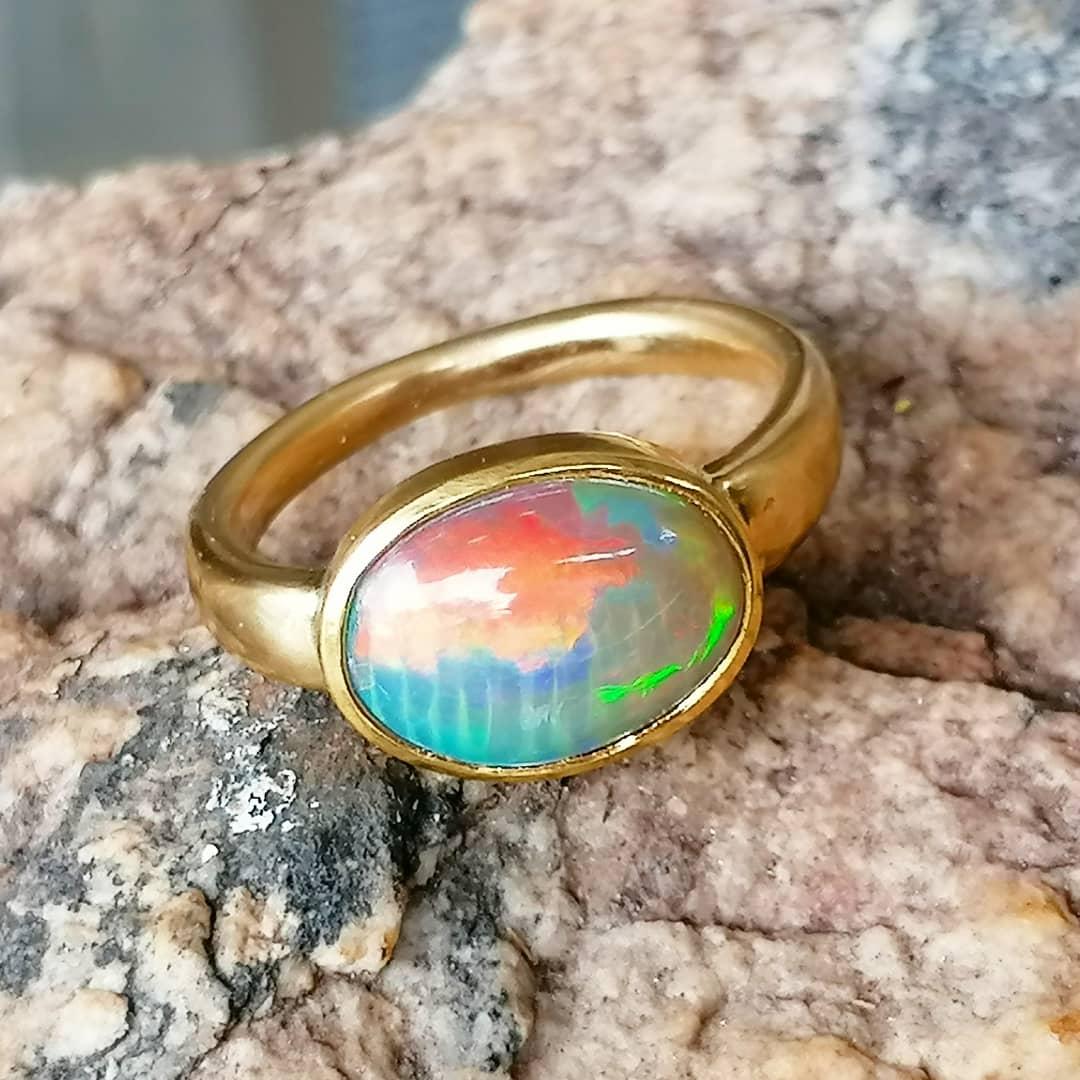 schlichter Unikat Ring Gold 750 Opal Cristal 3,42 ct bombiert