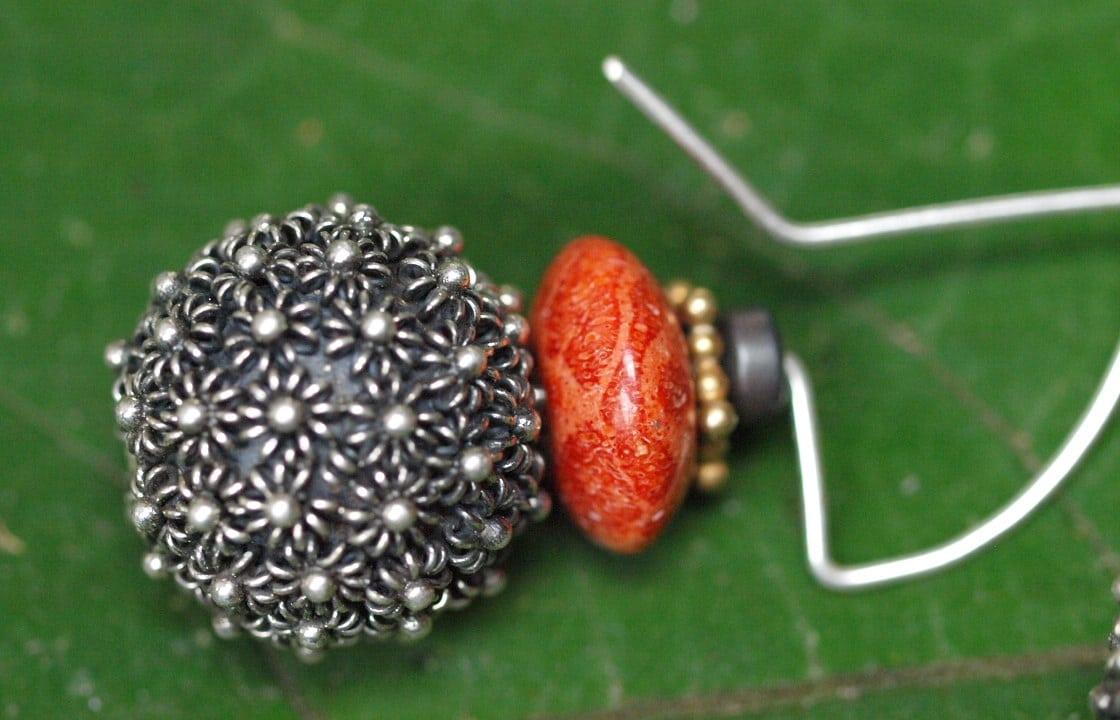 Unikat Ohrschmuck Ohrring Silber 925 granuliert Schaumkoralle Hämatit Kugel mit Blümchen belötet