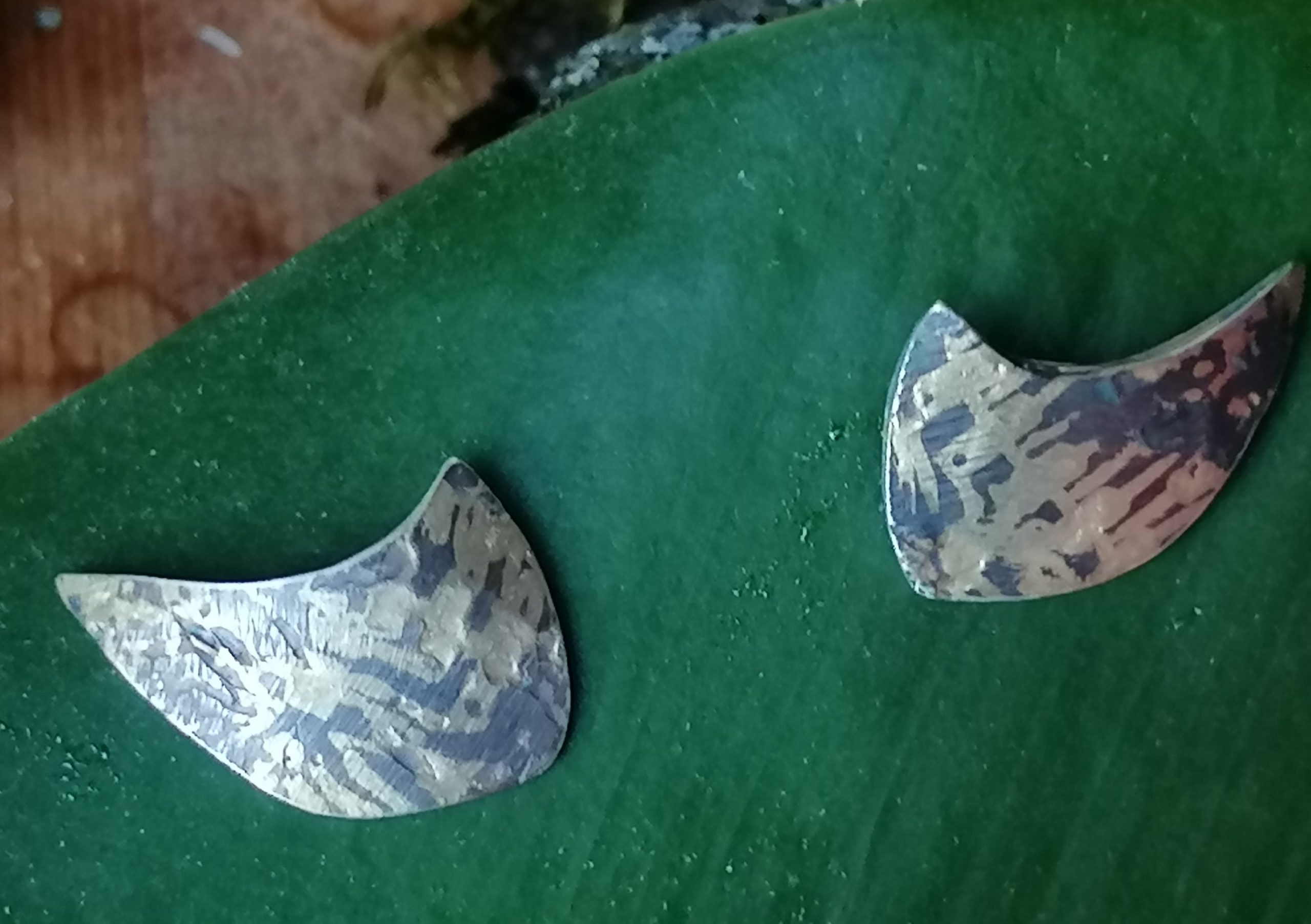 Ohrstecker Gold 750 Silber 925 geschwärzt strukturiert gewölbt