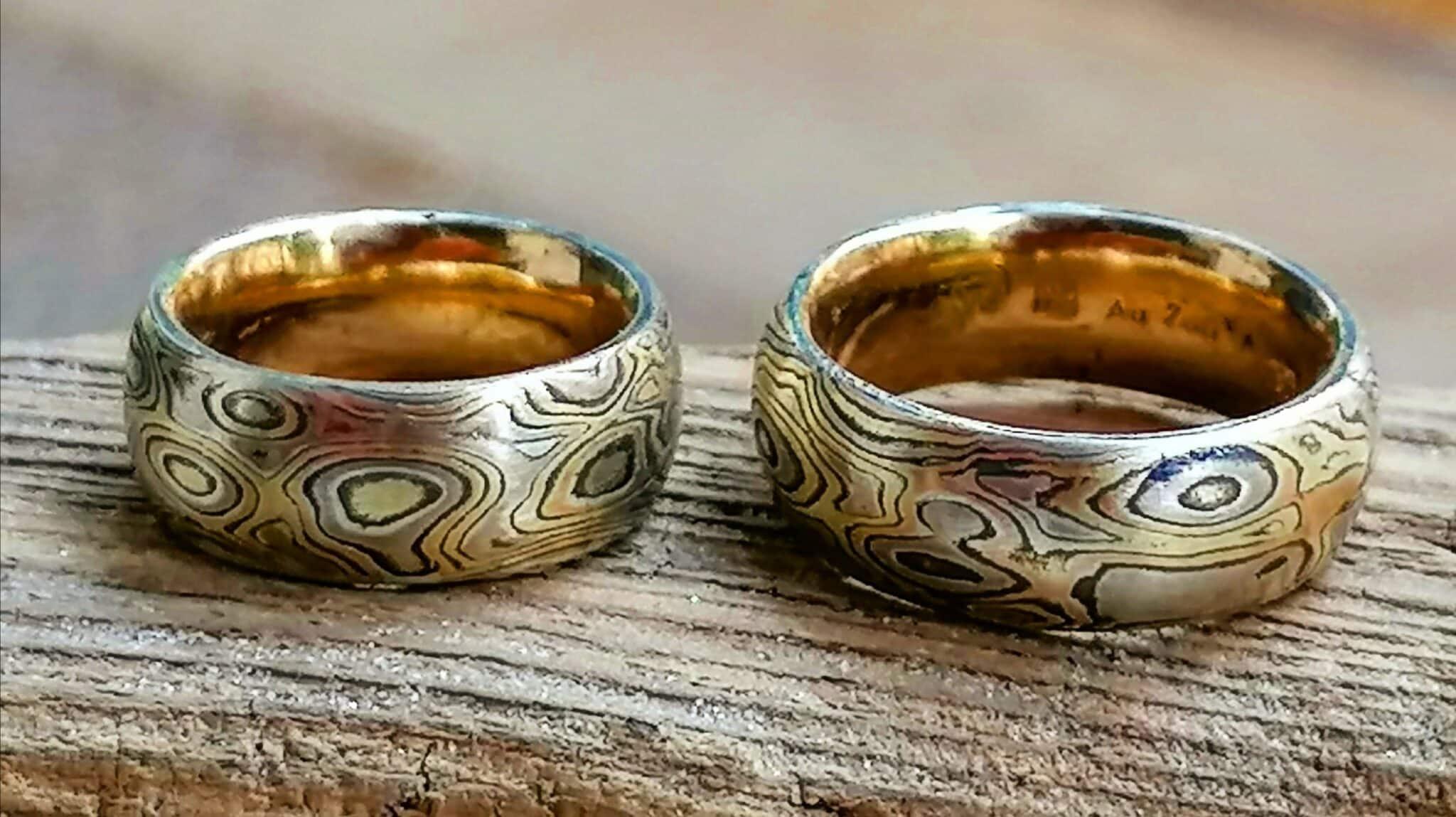 Trauringe Mokume Gane Gold 750 gelb rose und weiß Silber 925 Wurzelholzmaserung