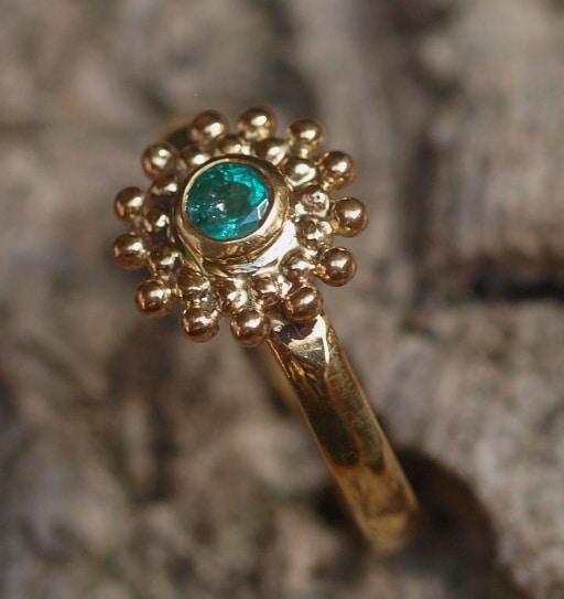 Unikat Ring Gold 900 Smaragd Stern Rosette Kügelchen Größe 57 Kolumbien Emerald