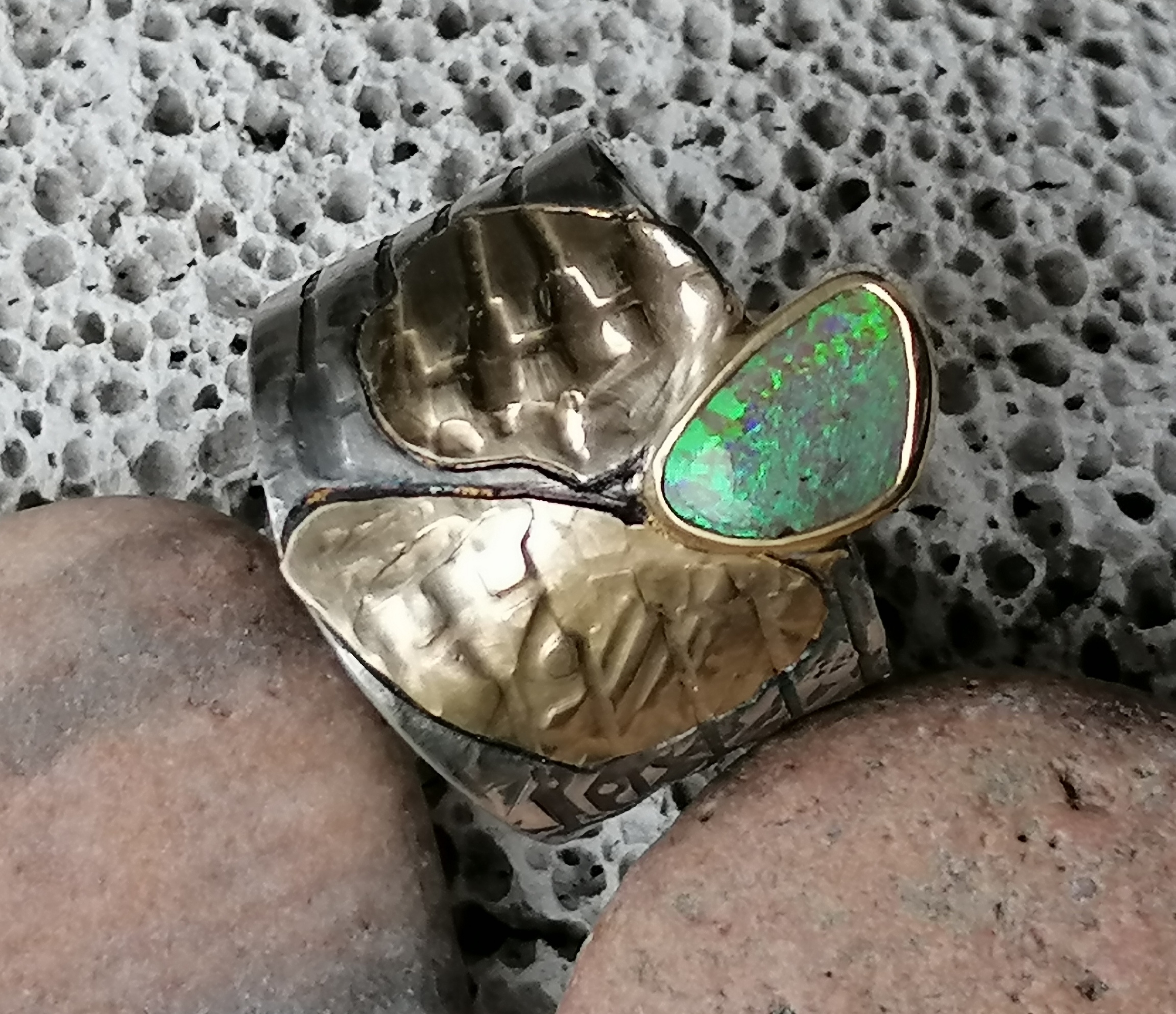 Breiter Unikat Ring Silber 925 Gold 900 Leguanhaut Boulder Opal  Ringgröße 62  mit Strukturen