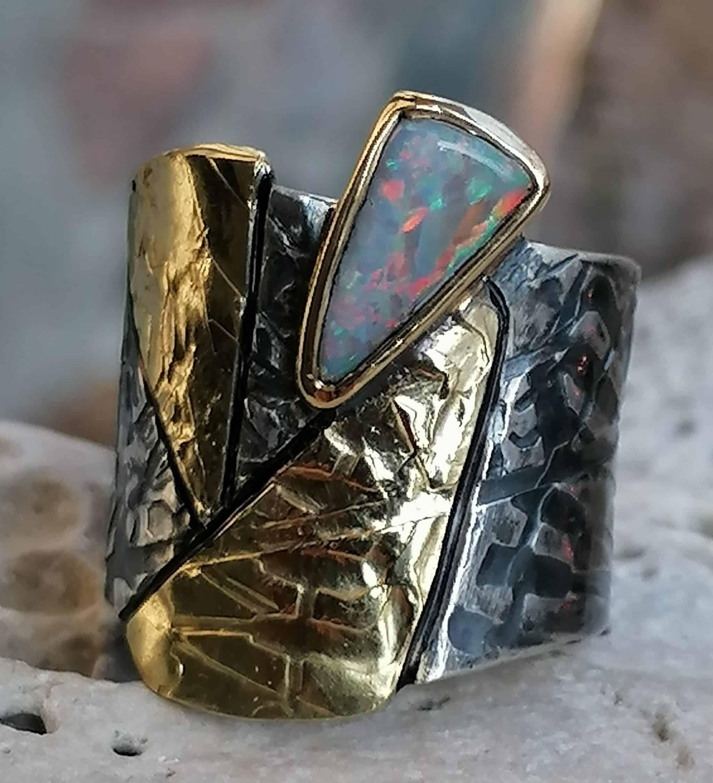 Breiter Unikat Ring Silber 925 Gold 750 Leguanhaut Boulder Opal  Ringgröße 60  mit Strukturen