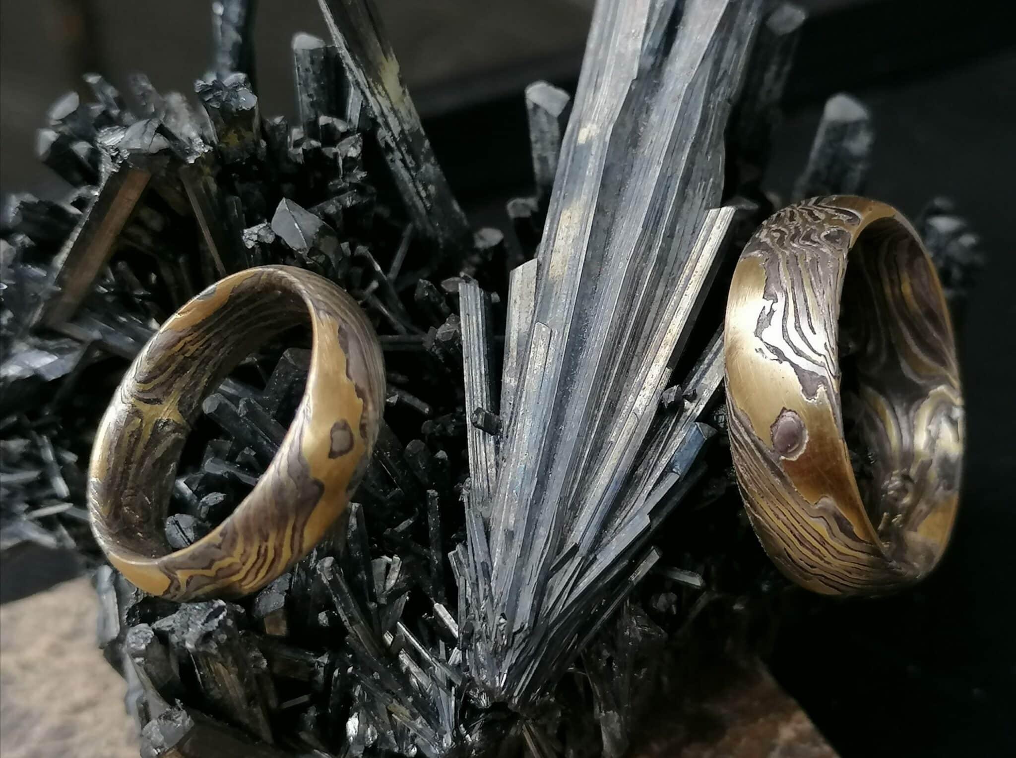 Trauringe Mokume Gane Gold 900 Palladium 500 Silber 925 Holzmaserung mit Augen geätzt