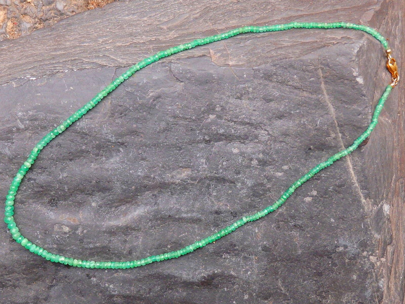 Collier Kette Smaragd Verschluss Gold 750 im Verlauf 43,5 cm