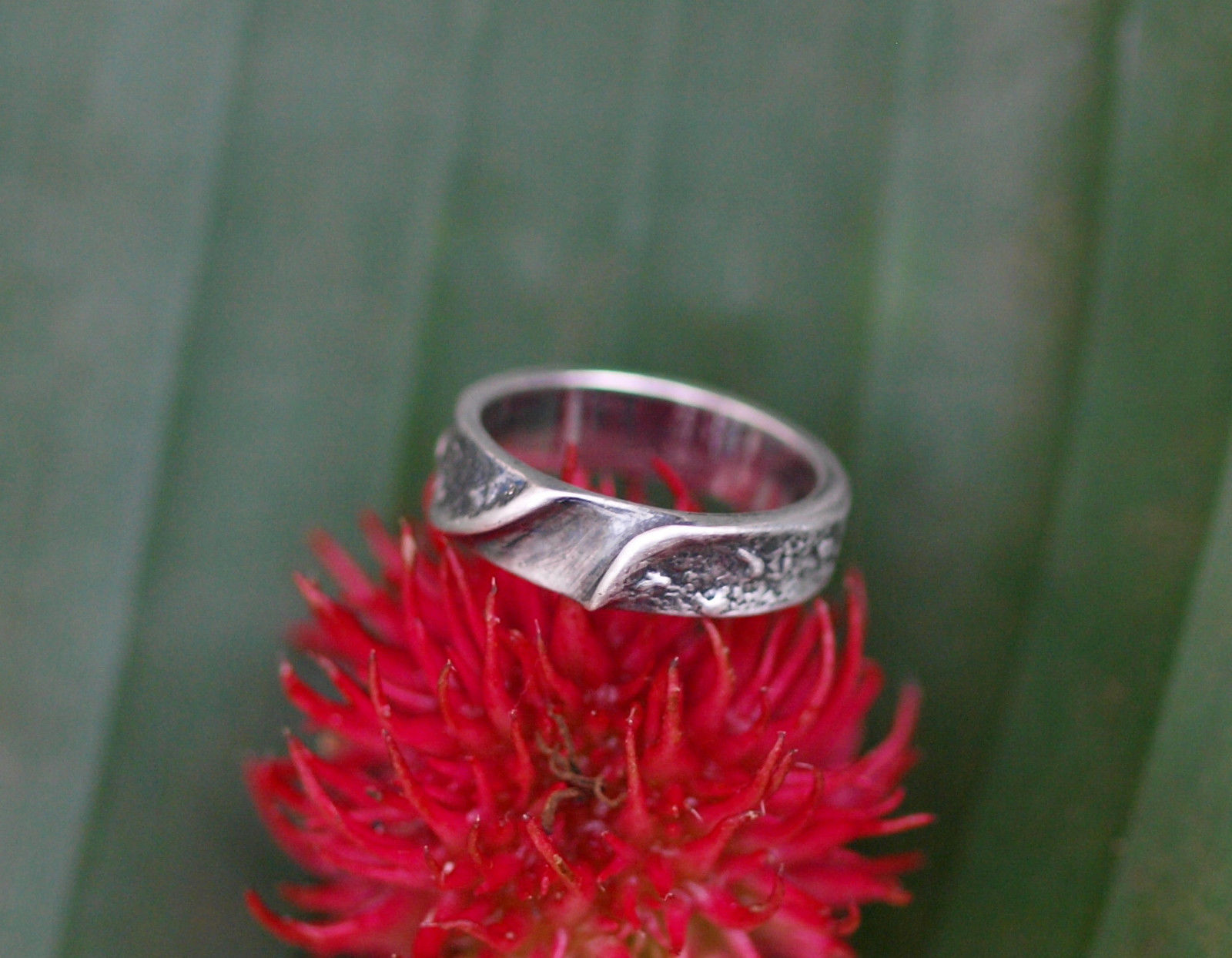 Designer Ring Silber 925 organische Form gefaltet geschwärzt geschmiedet