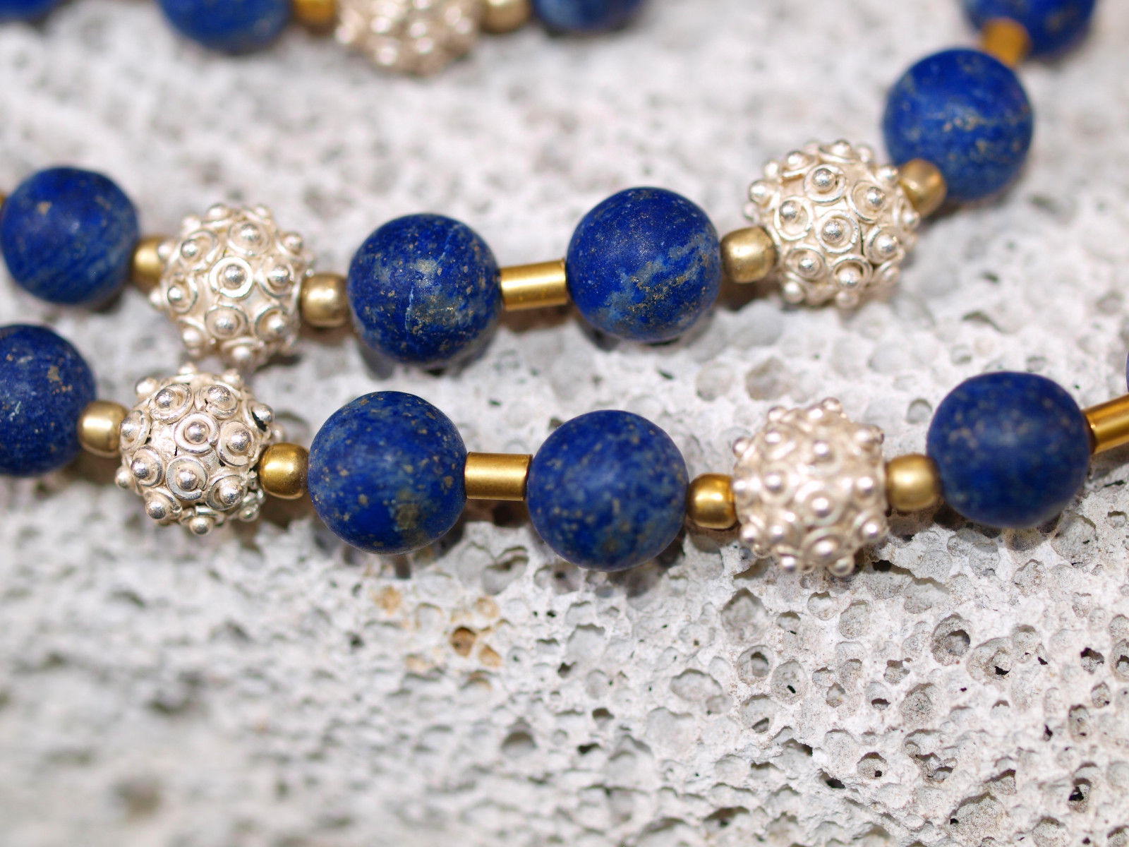 Unikat Kette Silber 925 tlw. vergoldet Lapis Lazuli Kugeln granuliert