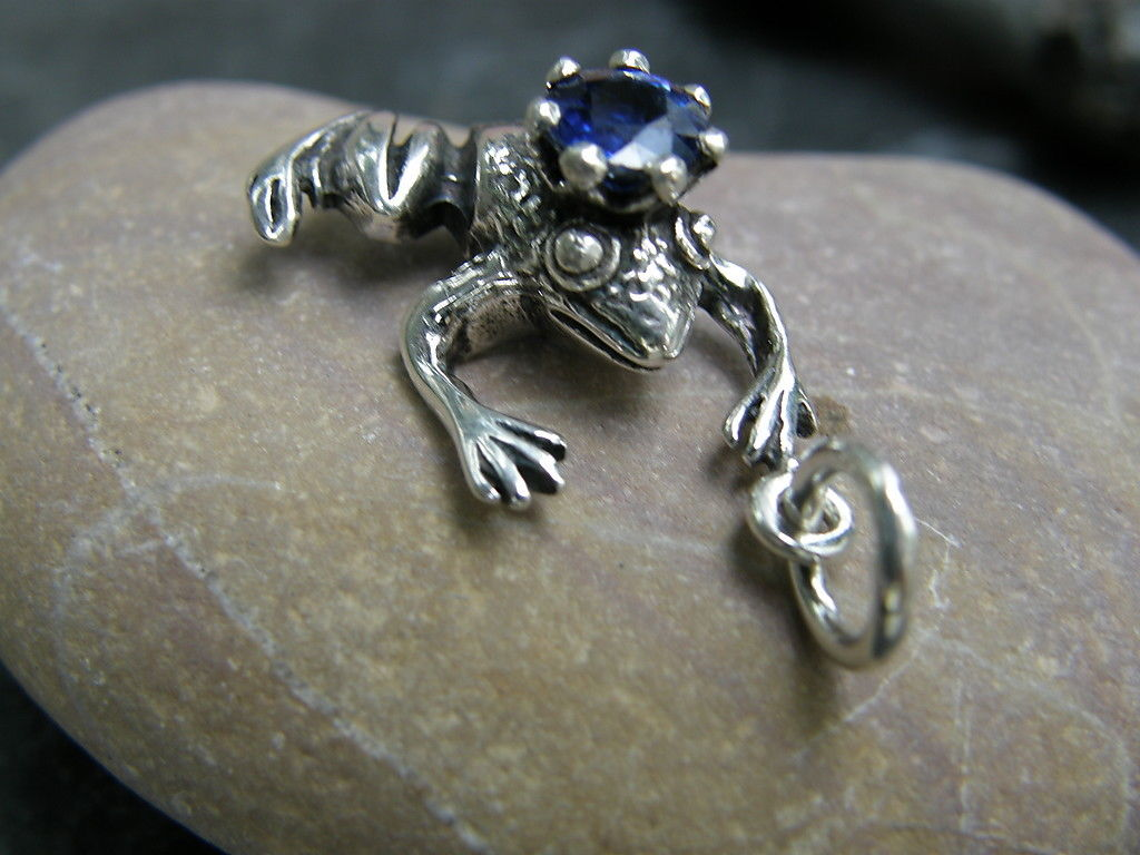 Anhänger Silber 925 Froschkönig Frosch mit Krone Kyanit