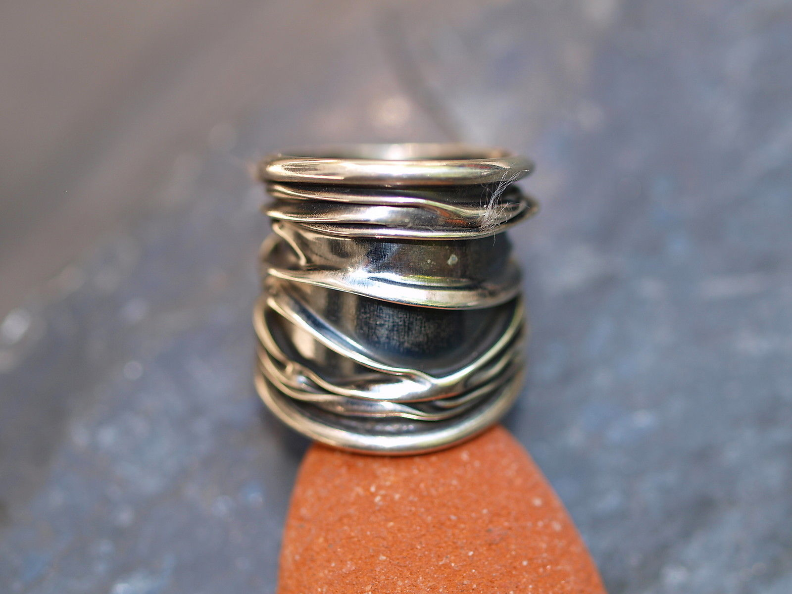 Designer Ring Silber 925 gefaltet geschmiedet tlw. geschwärzt breit 57
