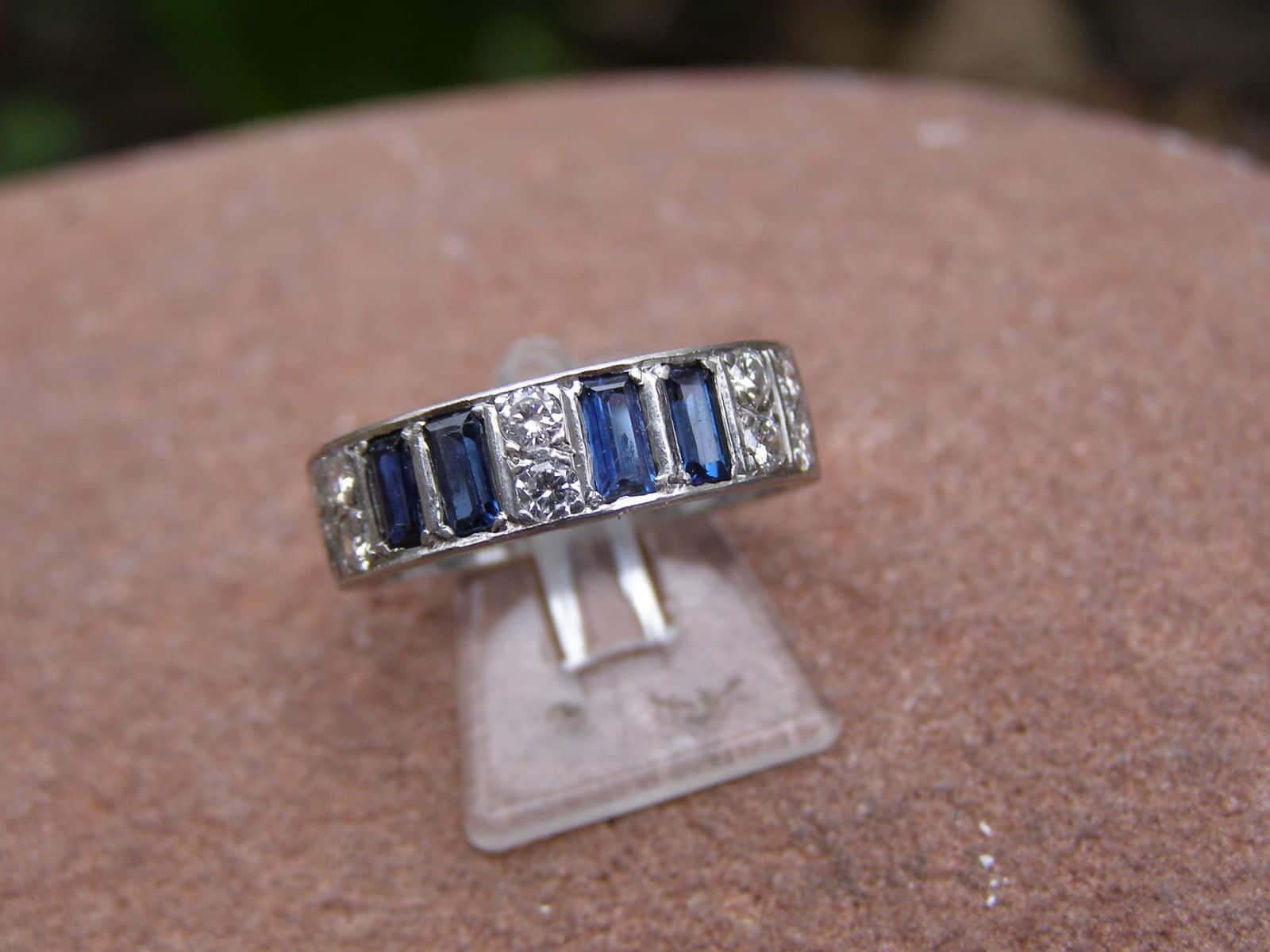 Unikat Ring Platin 4 Saphire 10 Brillanten zus. 0,4 ct