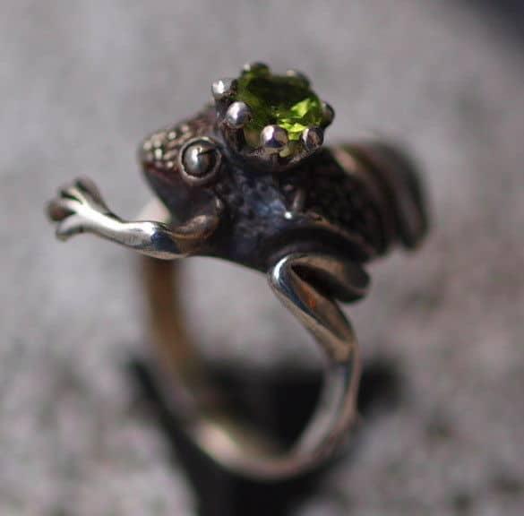 froschk nig frosch mit krone ring silber 925 peridot olivin 55 leguan schmuck design. Black Bedroom Furniture Sets. Home Design Ideas