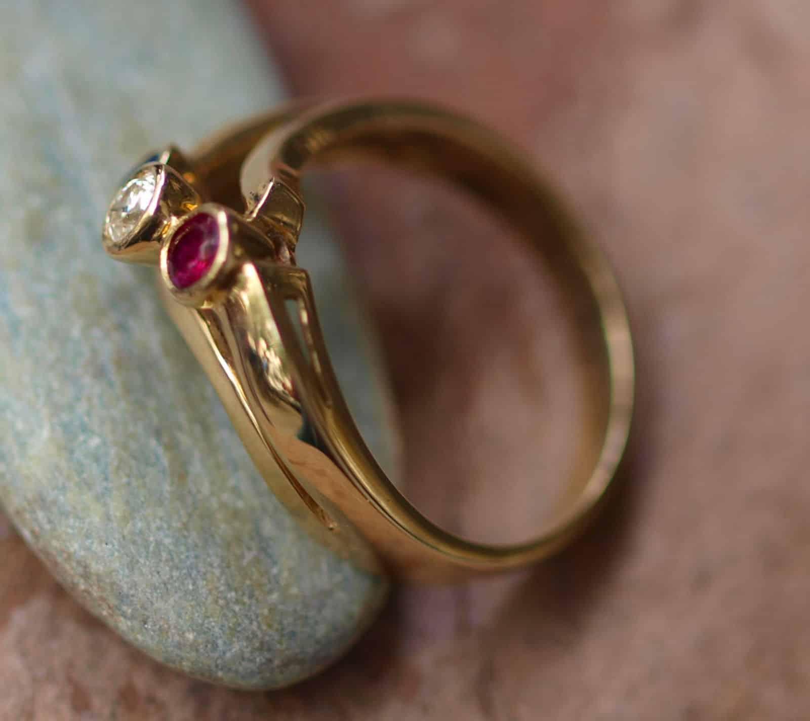 ring antik gold 585 gelbgold mit rubin diamant saphir leguan schmuck design. Black Bedroom Furniture Sets. Home Design Ideas