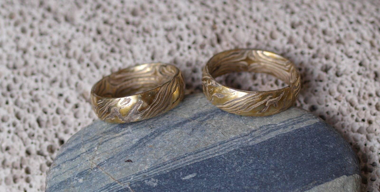 Trauringe Mokume Gane Gold 900 Palladium 500 Silber 925 Holzmaserung geätzt