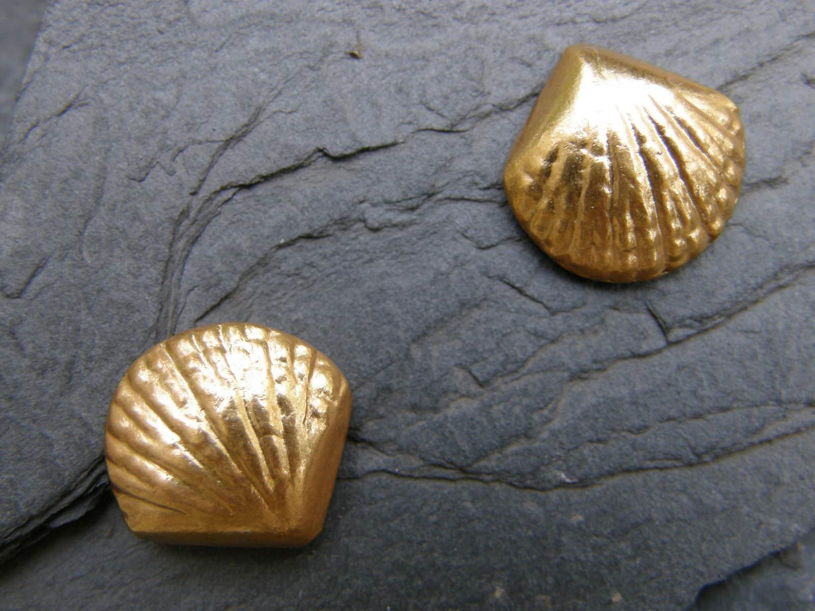 Unikat Ohrstecker Silber 925 vergoldet ziselierte Muschel groß
