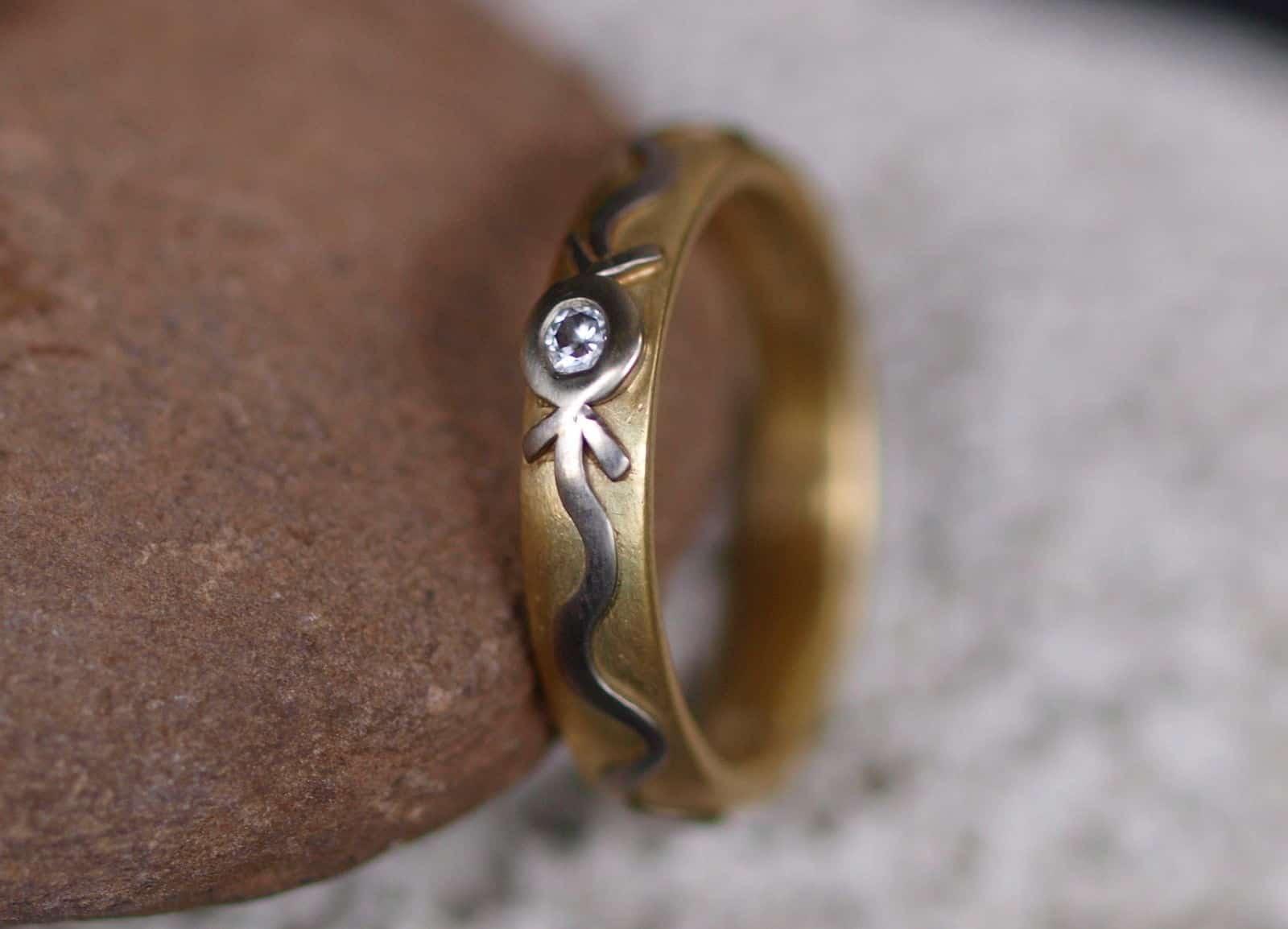 Unikat Ring Gelbgold Weißgold Weissgold 585 Brillant 0,07 ct Pfeil