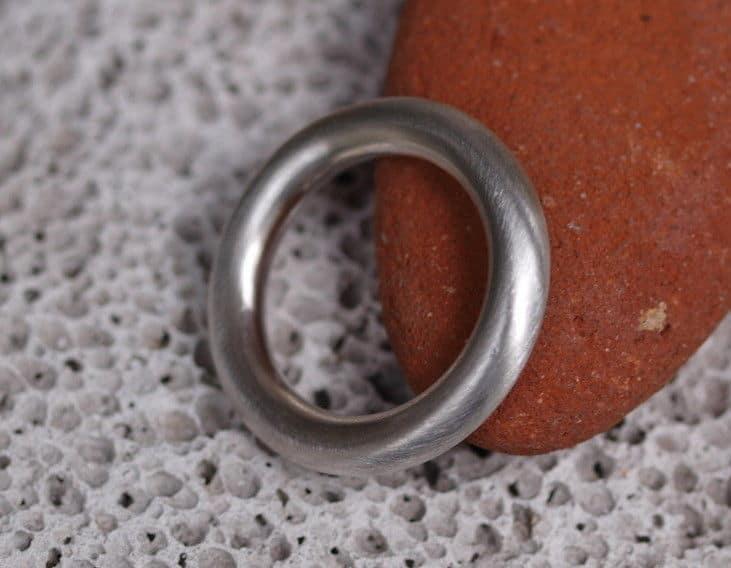 schlichter Designer Ring Silber 925 matt runde Schiene 52