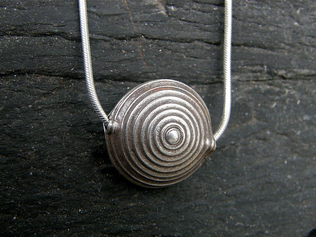 Designer Kette Silber ziselierte Scheibe