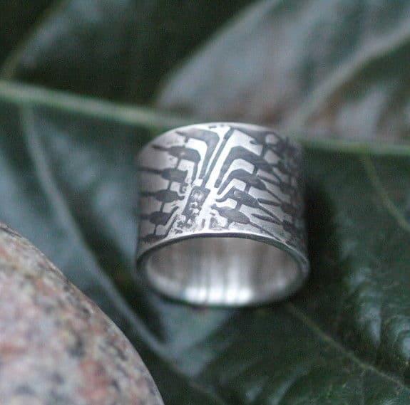 Designer Ring Silber 925 flächig geschmiedet Leguanhaut geschwärzt 56