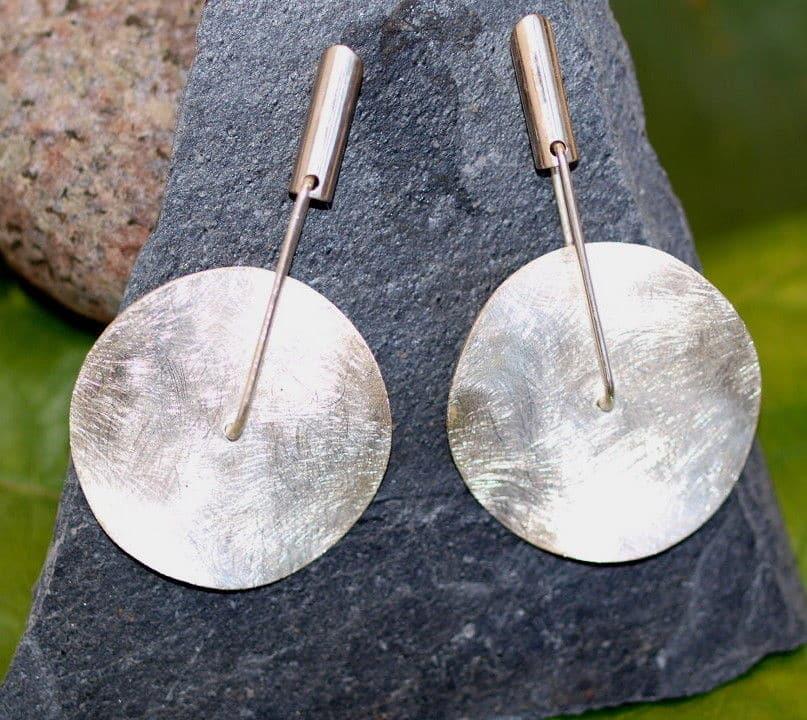 Unikat Ohrschmuck Ohrringe Silber 925 Scheibe drehbar eismattiert