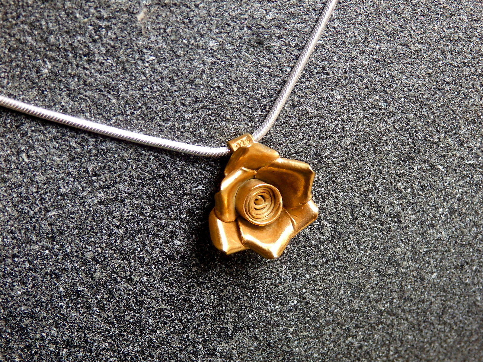 designer kette silber 925 anh nger rose blume vergoldet 40 cm leguan schmuck design. Black Bedroom Furniture Sets. Home Design Ideas