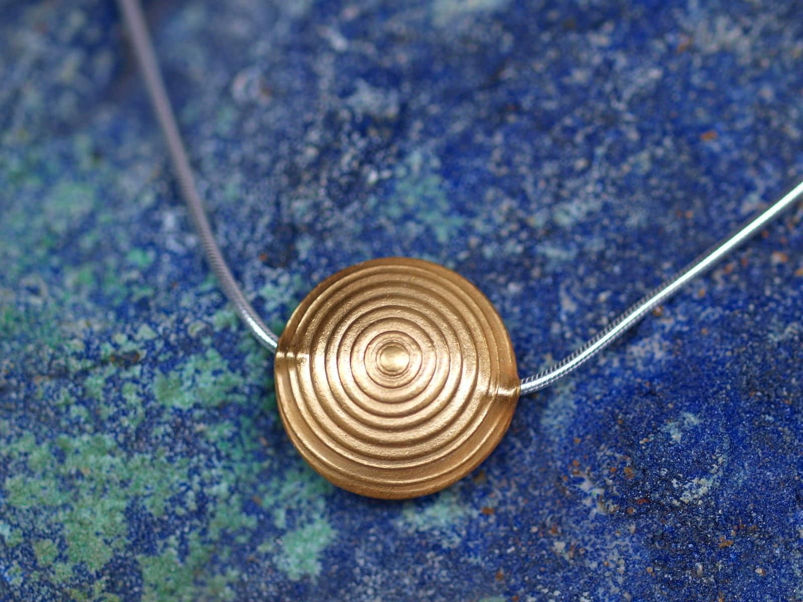 Designer Kette Silber tlw vergoldet ziselierte Scheibe Sonne Linse