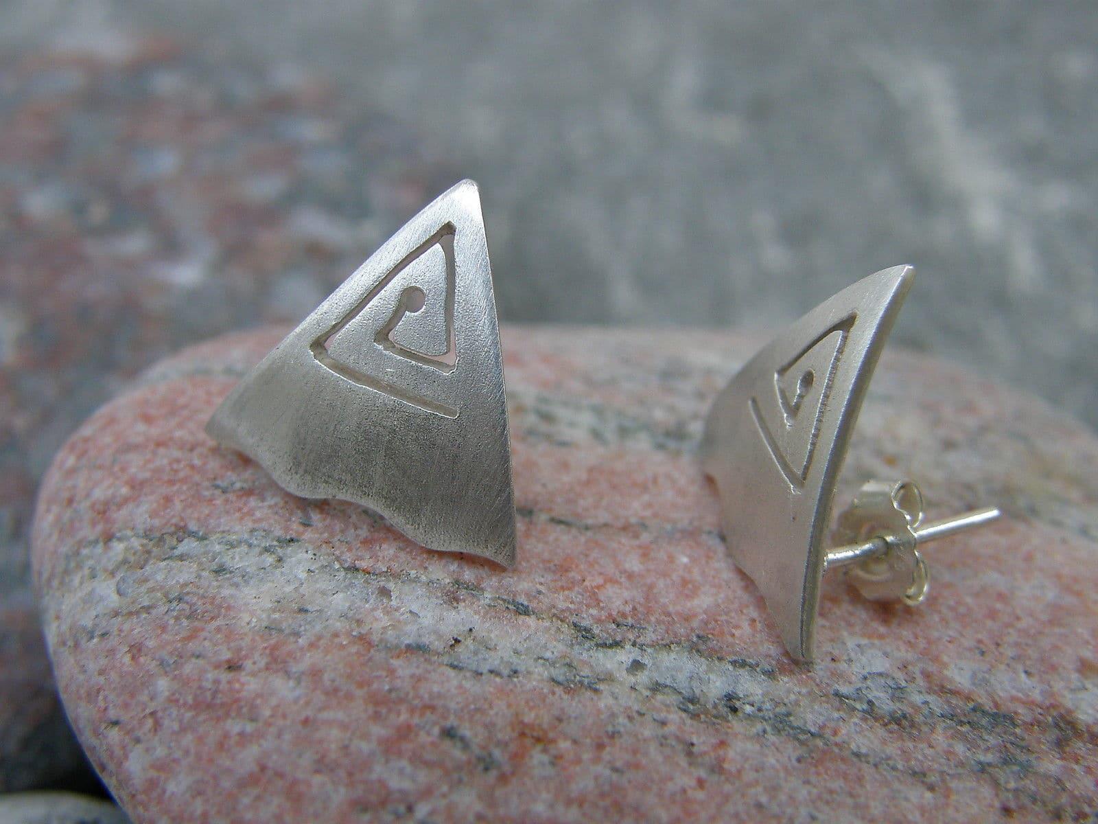 Ohrstecker Silber 925 Dreieck gesägte Spirale Fläche matt