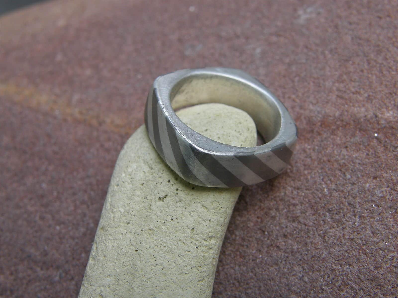 Designer Ring Silber Palladium schräg gestreift Unikat