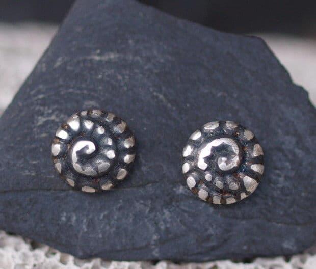 Ohrstecker Silber 925 Ammonit Schnecke ziseliert
