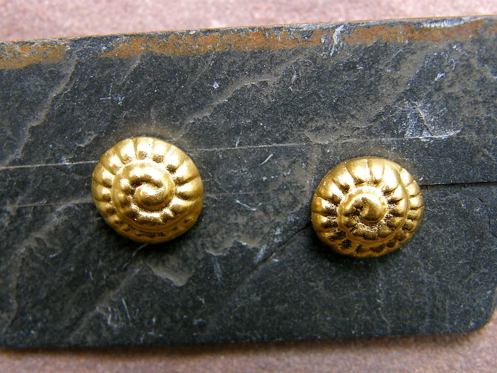 Unikat Ohrstecker Silber ziselierte Ammoniten vergoldet