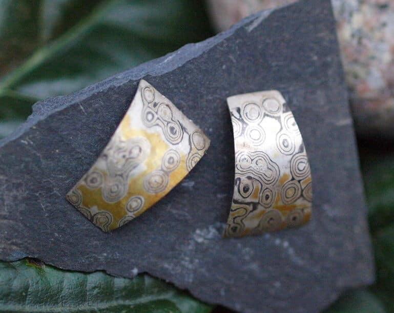 Mokume Gane Ohrstecker Silber 925 Gold 900 Palladium Trapez gebogen Unikat