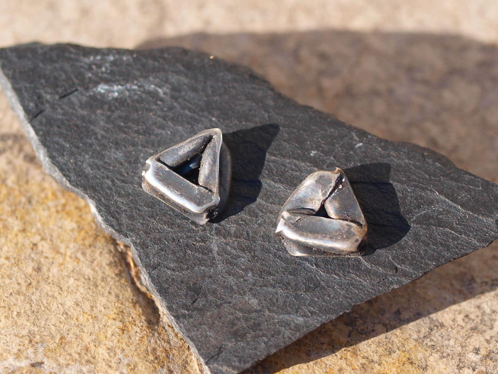 Ohrstecker Silber 925 gefaltet teilweise geschwärzt Dreieck