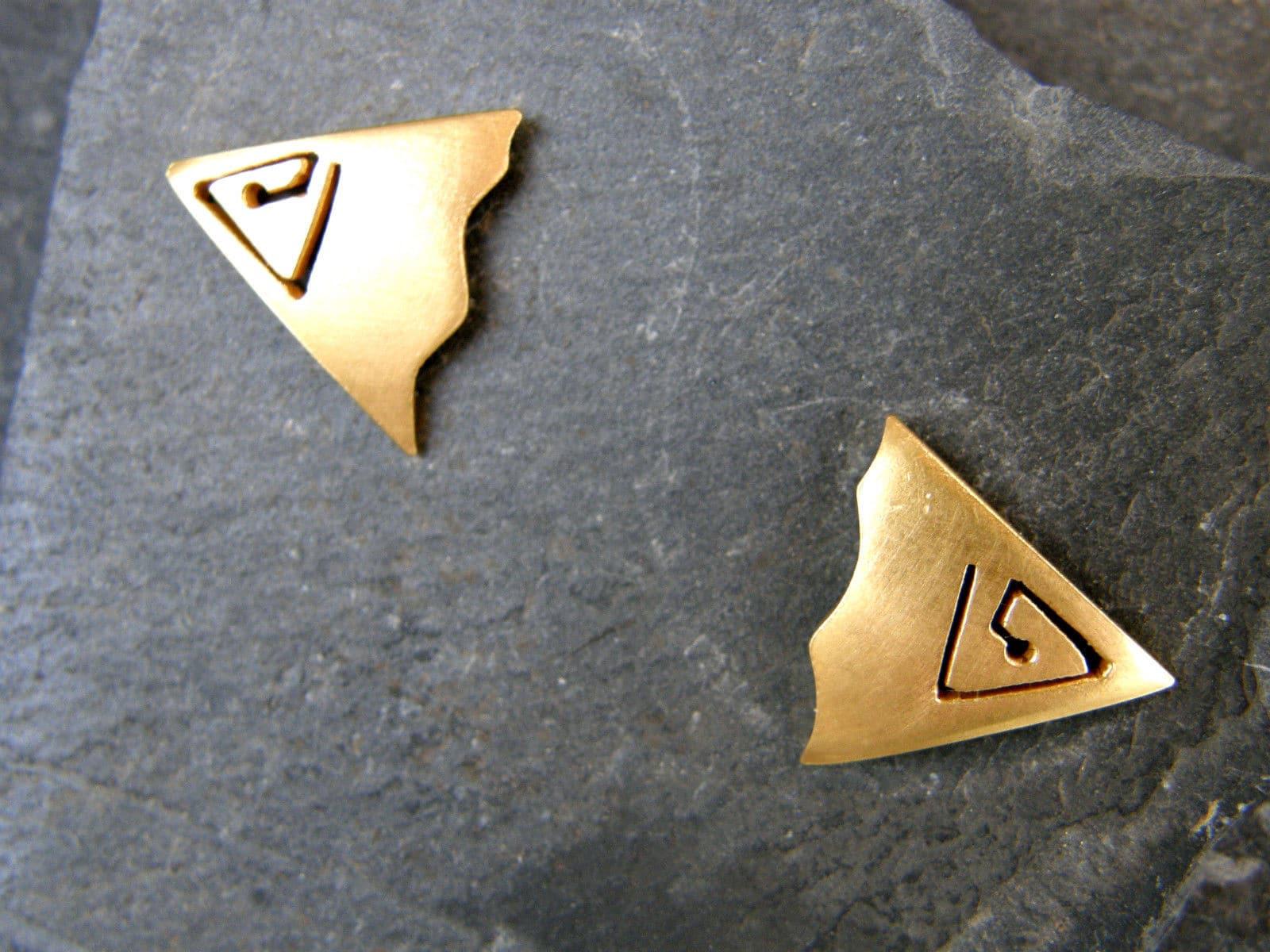Ohrstecker Silber 925 vergoldet Dreieck gesägte Spirale Fläche matt