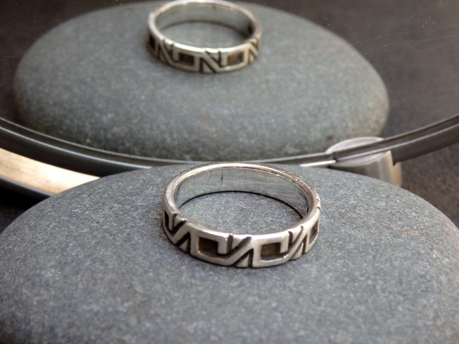 Unikat Ring Silber 925 mit ornamentalem Muster 58